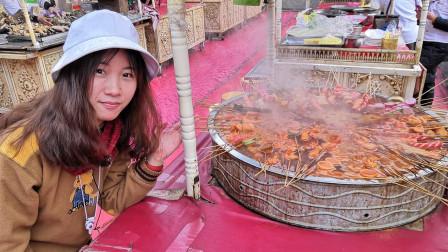 新疆喀什的夜市美食麻辣烫,1元一串真实惠,7块钱能吃饱!