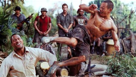 小伙落入到叛军手里,被叛军狠狠踢倒,真的是拳拳到肉,看着都疼!