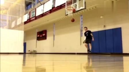 全世界的扣篮球员我就服他,脚踢篮板扣篮了解一下,卡特也做不到