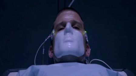 一部烧脑科幻片,小伙操纵意念,接着敌人把枪指向了自己