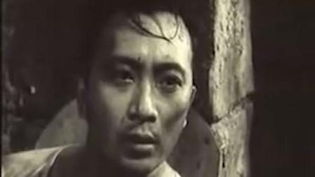 经典老电影《永不消逝的电波》李侠被日本人严刑拷打,只说我是一个中国人