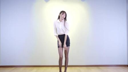 莓可~身高1米79的小姐姐加上细高跟秀舞蹈!网友:手机屏幕不够了