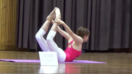 韩国美女瑜伽,这动作真标准,不仅动作漂亮,