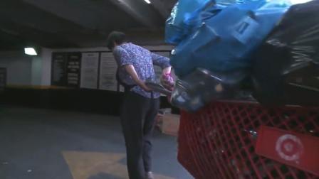 在纽约捡垃圾的中国大妈,节俭而富有爱心:剪个头要40美金?我帮你!