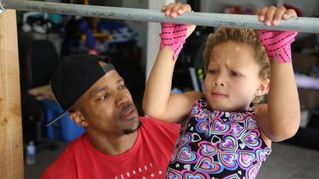美国5岁女孩健身上瘾,10个月大就去健身房,每周至少健身10次!