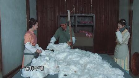 海陆,黄小蕾学弹棉花,一会时间,棉花被她俩弹成这个样子!