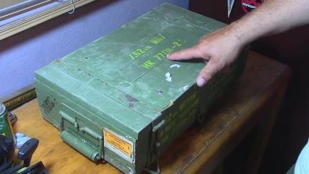 打开祖父遗留的一箱弹药, 子弹保存至今确实难得一见