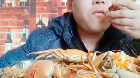 大哥直播间吃美食,肥美的大闸蟹,看的人眼馋!
