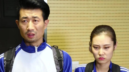 两个同学上课迟到,被老师一顿臭骂,结果老师却哭了