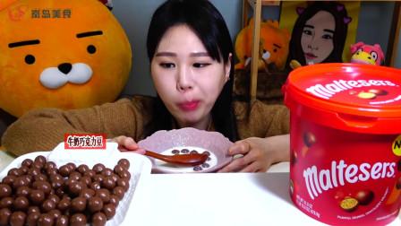 韩国妹子吃浓香巧克力豆,搭配热牛奶,这种吃法真少见!