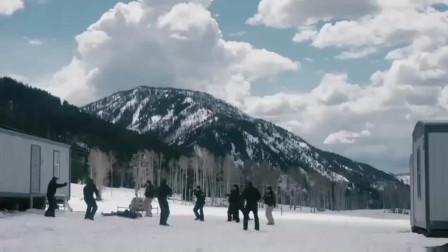 电影猎凶风河谷,门外的枪战动作场景