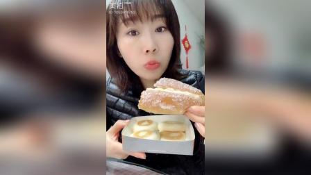 红豆面包、奶油椰丝面包
