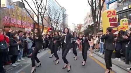 千万不要随便在街头唱歌,否则一不小心就会引来原唱