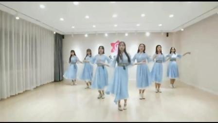 跳古风舞的小姐姐好清纯,蓝色的纱裙真美,忍不住多看了几遍!