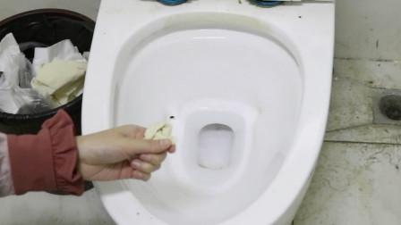 卫生纸应该扔垃圾桶还是扔马桶?好多人都想错了,导致厕所这么臭