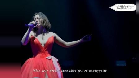 张靓颖一身红色礼服演唱中文版华为铃声《我的梦》,好性感啊!