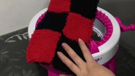 方格围巾和小兔帽子