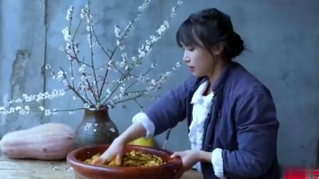 """李子柒""""榨菜清粥""""国外走红,老外谈论:我期望过她那样的日子"""