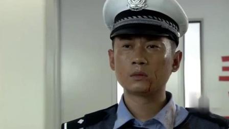 菜鸟交警也想进特警队,特警让他好好指挥交通,不料他曾是特种兵