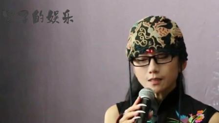 60岁杨丽萍一身黄现身日本,少女感十足