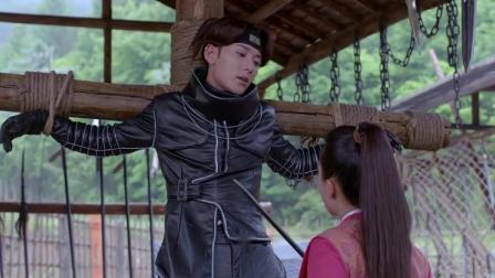 美女对穿越小伙用烙刑,却不知小伙的衣服是高科技,都烫不破!