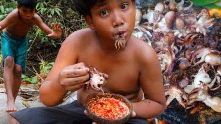 荒野河边,淘气毛孩子用石板烤章鱼,真是比家庭爆炒还美味呢