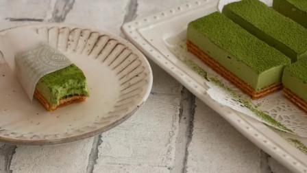 「烘焙教程」抹茶芝士蛋糕—加了一层威化,脆脆的更好吃哦