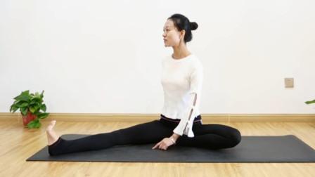 瑜伽初级教程在家练,拉伸腿部及侧腰,减少赘肉让身体更年轻