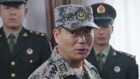 特种兵队长特意邀请小伙,结果首长一询问,发现小伙不简单呀!