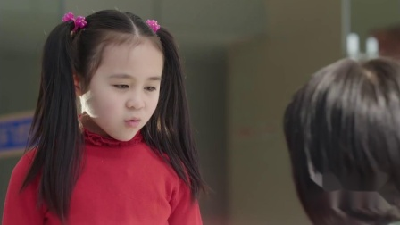 小女孩来到部队找爸爸,跟士兵聊天,结果一眼看出阿姨身份!