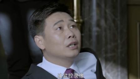 男子被上司叫去训话,竟被人家一个动作,吓的当场尿裤子!
