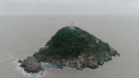 """一人守护0.09平方公里孤岛灯塔30多年,他被大家称为""""岛主"""""""
