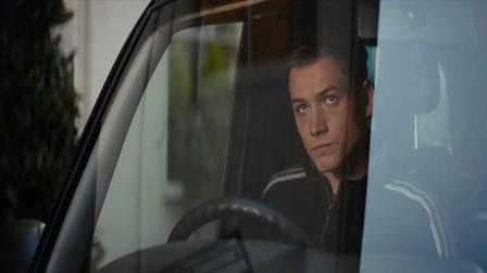 王牌特工:哈特操控汽车开到了自己面前,并为艾格西感到生气