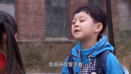 小男孩嘲讽老板娘个子矮,以为是小朋友,谁知她说出年龄当场蒙了