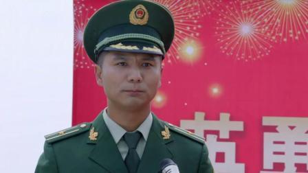 """小七的英勇行为,被武警队长当场歌颂,并且授予""""神犬小七""""称号"""