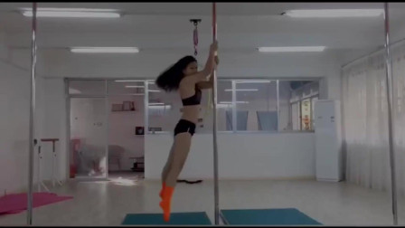 漂亮小姐姐展示钢管舞技巧,舞技真不错,让人