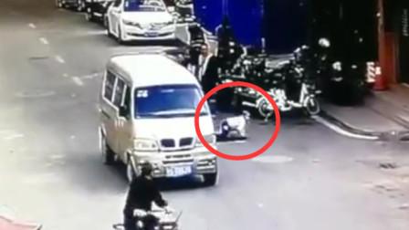小编要闻 小孩突然窜出被面包车撞致骨折:负事故全责