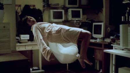 独居女孩怀疑房间有别人,没想到一点也不害怕,反而很享受!