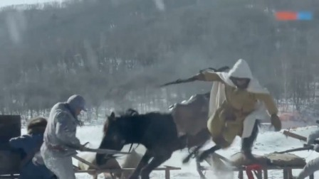 战士爬犁对骑兵,愣是把鬼子骑兵队冲散了,这手段厉害!