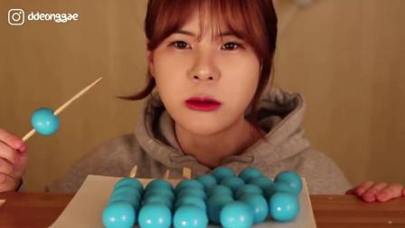 韩国吃播当顺小姐姐,吃超多迷你地球软糖,串着吃真好玩