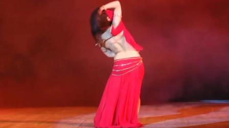 肚皮舞:美女蒙面跳充满异域风情的肚皮舞,挡不住的神秘性感