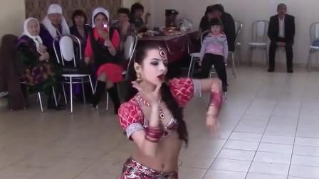 肚皮舞:嘉宾的眼睛都看直了!俄罗斯姑娘表演的婚礼舞蹈