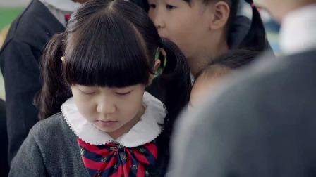 熊爸熊孩子 维尼宣传蛋糕店 在同学间广发传单
