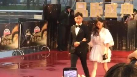 唐嫣罗晋同框出镜走红毯,参加2019电视剧品质盛典!