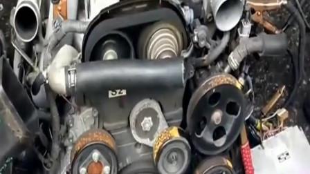 老旧的发动机,启动后听听发动机声音如何
