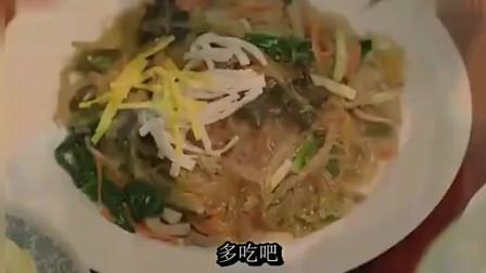 《一起用餐吧》美女吃丰盛的韩国家常菜,感觉