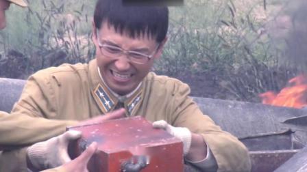 营长暗自拆缴获的敌方侦察机,结果胶片有自爆装置,这下闯祸了!