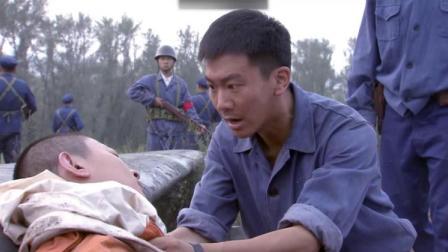 敌军飞机被歼灭,士兵检查残骸竟发现跳伞的飞行员,求生欲真强!