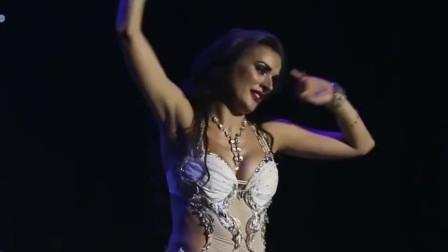 肚皮舞:不愧是欧洲舞蹈大赛冠军的表演,她把感情融入舞中了