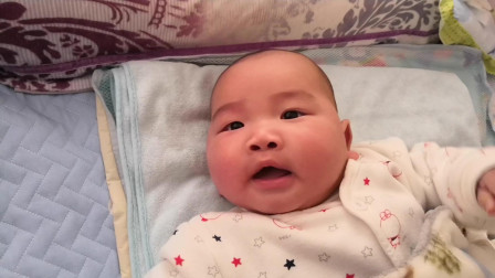 爸爸拿镜头靠近小宝宝,被小宝宝发现后,表情简直太可爱了